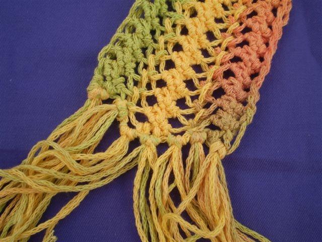 Kleurrijk geguimpte sjaal